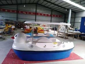 萌鸭脚踏船